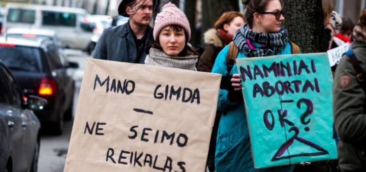 Visuomenė nepritaria reprodukcinei prievartai gimdyti – apklausos rezultatai